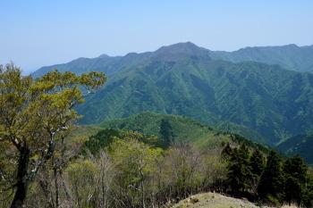 高城山から見た雲早山