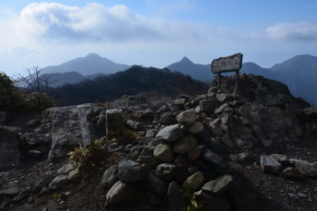 大篦柄岳の三角点(標高1236.4m)