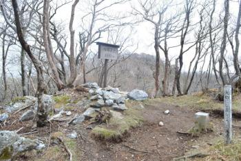 烏帽子岳の山頂(標高1692.2m)
