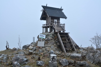 国見岳の山頂(標高1738.8m)