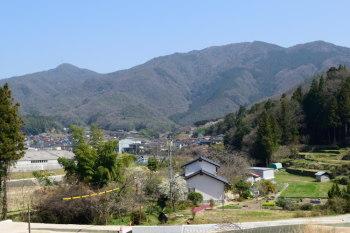 左が弥仙山、右が水ヶ丸山