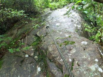 巨石にロープ