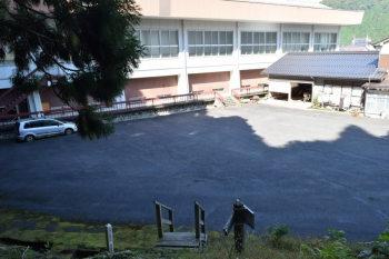 体育館の裏側