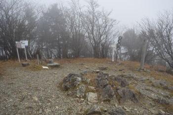 毛無山の山頂(標高1945.4m)