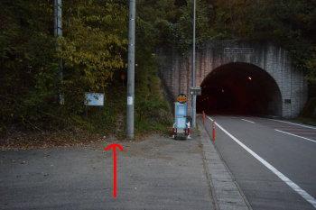道坂トンネル登山口