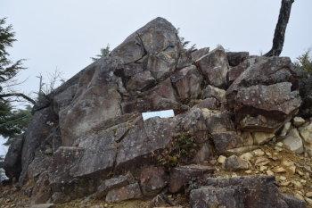 前飛龍(標高1954m)手前の岩場
