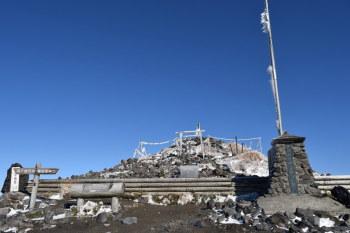 高千穂峰の山頂(標高1573.6m)