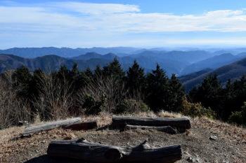 大持山の肩の眺め