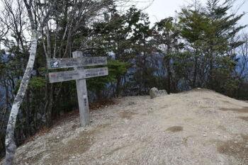 小持山の山頂(標高1273m)