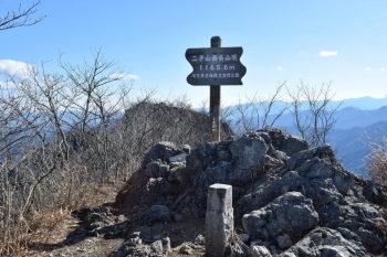 西峰の山頂(標高1165.8m)