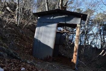 トタン小屋