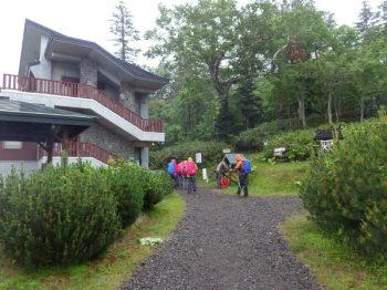 清岳荘の登山口