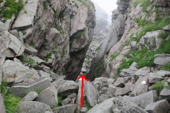 岩場の谷間