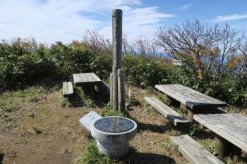 大笠山の山頂(標高1821.8m)