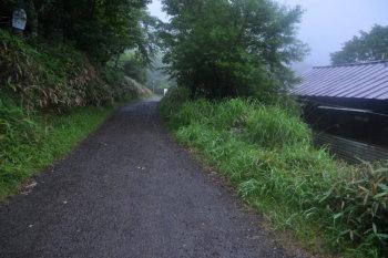 富士見山荘の横