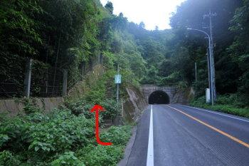 新道トンネルの登山口