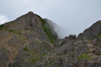山頂まで鎖場
