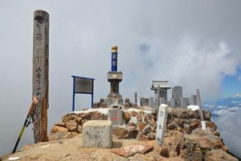 赤岳の山頂(標高2899.2m)