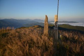 塩塚峰の山頂(標高1043.4m)