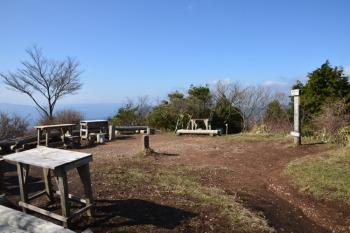 皿ヶ嶺の山頂広場
